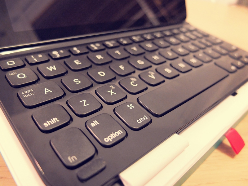 Review : Logitech Ultrathin Keyboard Folio for iPad Air 6