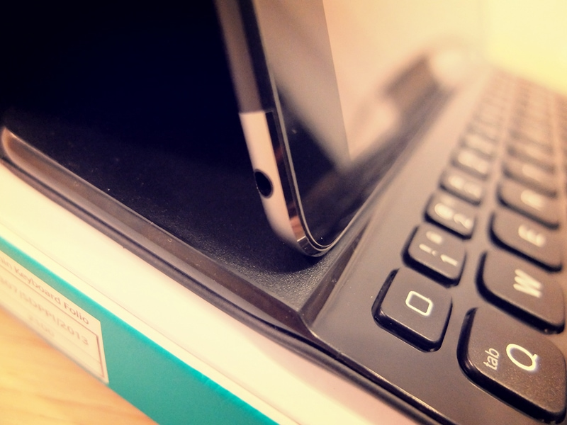 Review : Logitech Ultrathin Keyboard Folio for iPad Air 7